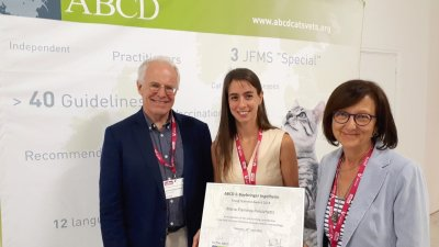 Maria Flaminia Persichetti (centre), recipient of the 2018 ABCD Young Scientist Award flanked by Jean-Christophe Thibault (Boehringer Ingelheim) and ABCD board member Maria Grazia Pennisi (at right) who presented the award. ; Bildquelle: Florence Kahn-Ramos